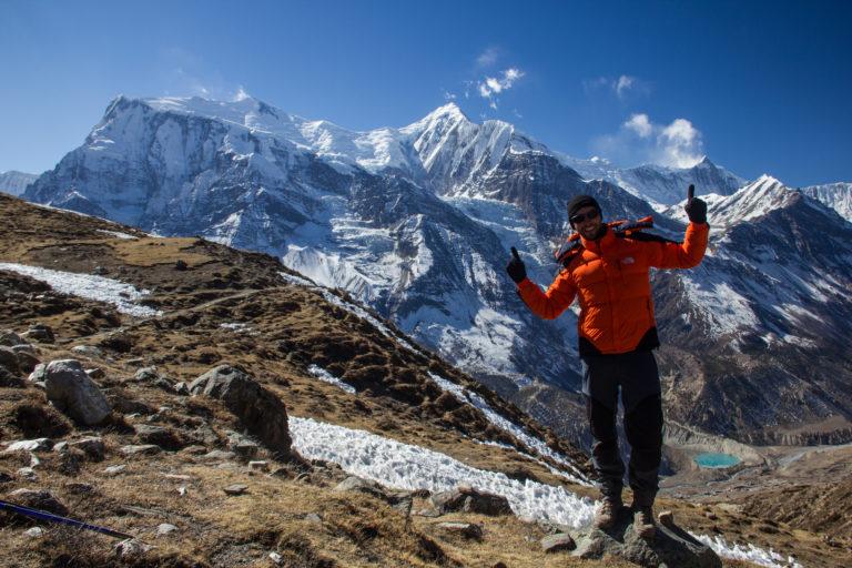 Freude in den Bergen des Himalaya in Nepal